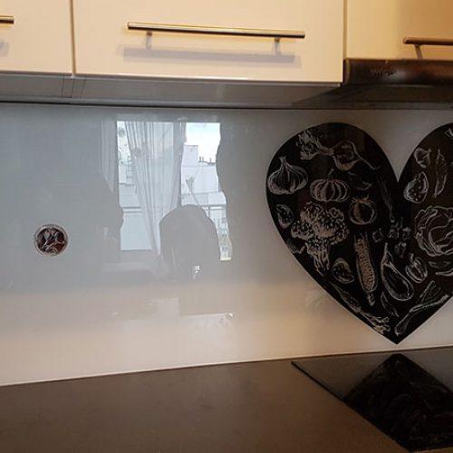 Nasze przykładowe realizacje dekoracyjnych paneli szklanych.